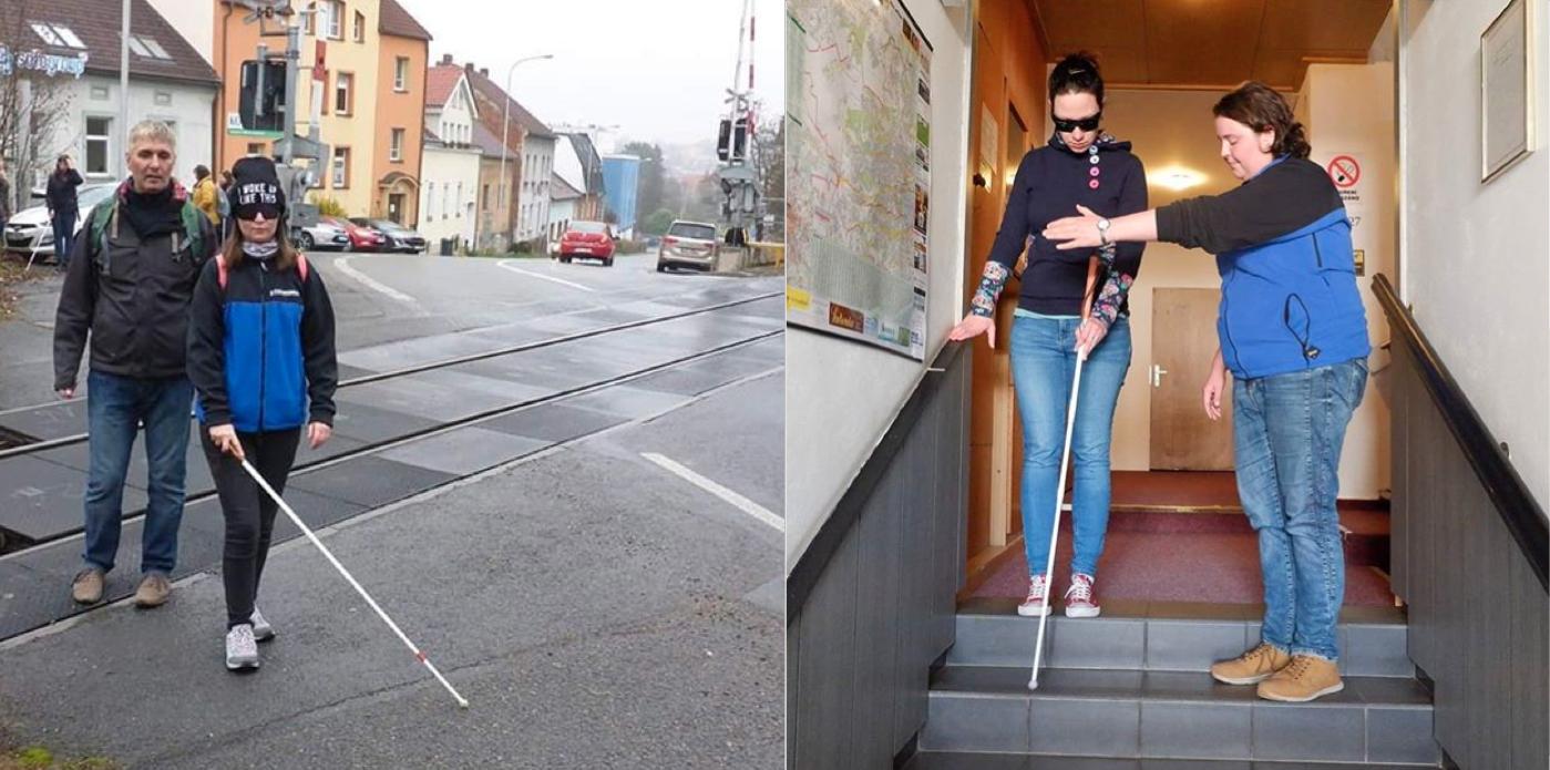 Fotky pracovníků vedoucí klientky přes přejez a po schodech